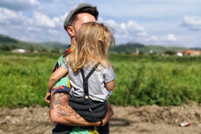 Thumbnail sfat: DaddyCool și LaDoiPași te ajută să-ți înveți copilul să-și exprime lib...