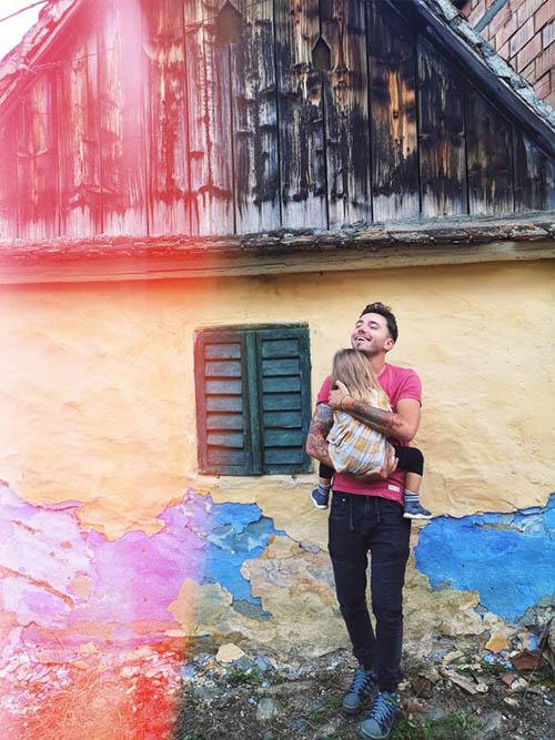 Thumbnail sfat: LaDoiPași și Daddy Cool te ajută să-ți înveți copilul să iubească și ...