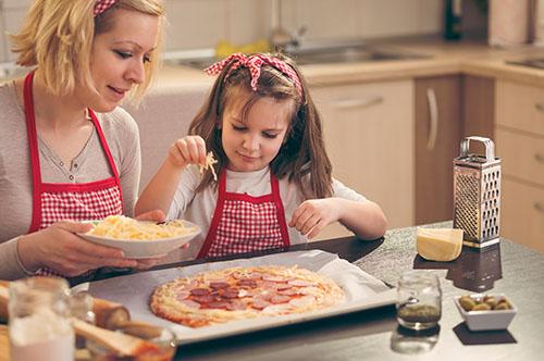 Să îi implicăm pe copii în activitățile casnice