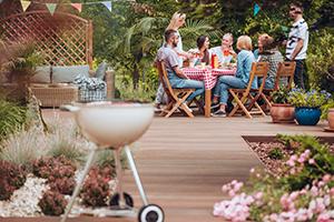 Imagine sfat: Luați masa în grădină