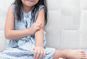Imagine sfat: Când apare alergia alimentară la copii?