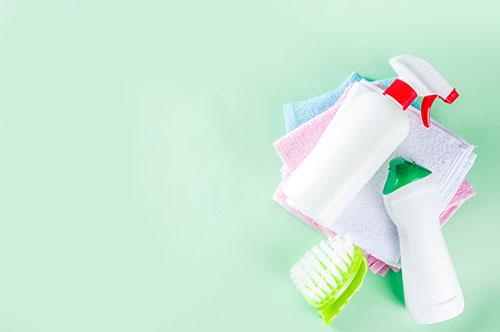 Pentru început, este important să știi că dezinfectarea și curățenia sunt doi termeni total diferiți.