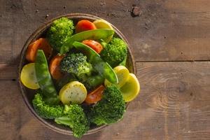 Imagine sfat: Garnituri crude sau gătite la abur, în detrimentul cartofilor