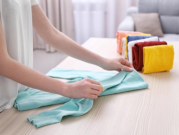 Imagine sfat: 3. Pune la păstrare toate echipamentele și hainele de vară
