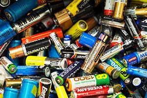 Imagine sfat: Cum afectează mediul înconjurător componentele chimice din baterii?
