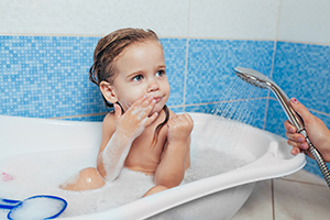 Imagine sfat: Kid in tub