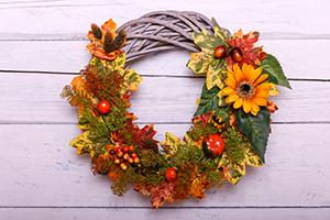 Coronițe de toamnă din flori și frunze