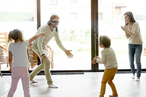 Thumbnail sfat: 11 idei distractive de jocuri pentru copii în casă