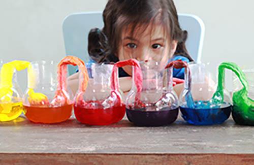 Thumbnail sfat: Experimente științifice pentru copii pe care le poți face acasă