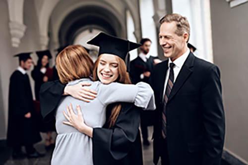 Thumbnail sfat: Rolul părinților în educația copiilor: adulții fericiți se formează de t...